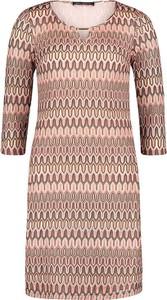 Różowa sukienka Betty Barclay prosta z okrągłym dekoltem mini