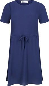 Sukienka NA-KD midi z krótkim rękawem z okrągłym dekoltem