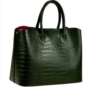Zielona torebka vezze z tłoczeniem do ręki