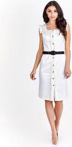 Sukienka Fokus z krótkim rękawem dopasowana z dekoltem w karo