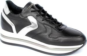 Czarne buty sportowe CheBello ze skóry sznurowane
