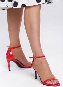 Sandały Renee z klamrami w stylu glamour