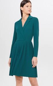 Zielona sukienka Mohito z dekoltem w kształcie litery v z długim rękawem