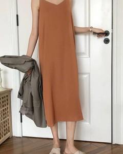 Brązowa sukienka Kendallme maxi w stylu casual na ramiączkach