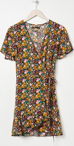 Sukienka Sinsay z okrągłym dekoltem mini