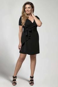 Czarna sukienka Nommo dla puszystych