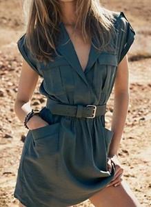 Sukienka Sandbella w militarnym stylu mini