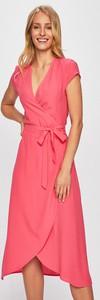 Różowa sukienka Answear kopertowa midi