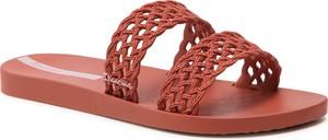 Czerwone klapki Ipanema z płaską podeszwą