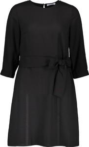 Sukienka Pieces w stylu casual z długim rękawem