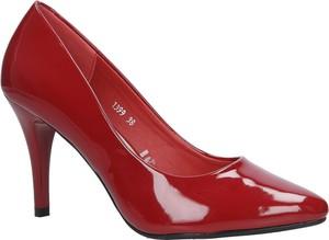 Czerwone szpilki Sergio Leone na wysokim obcasie na szpilce w stylu glamour