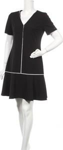 Czarna sukienka Calvin Klein z dekoltem w kształcie litery v