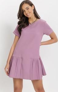 Fioletowa sukienka born2be z okrągłym dekoltem w stylu casual z krótkim rękawem