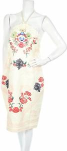 Sukienka Comino Couture bez rękawów prosta w stylu casual