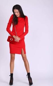 Czerwona sukienka Nommo z okrągłym dekoltem mini ołówkowa