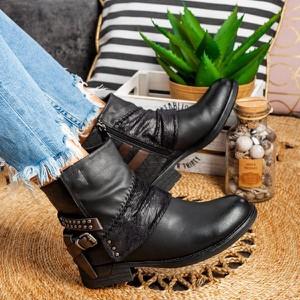 Czarne botki Royalfashion.pl w młodzieżowym stylu na zamek