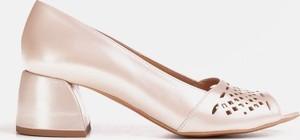 Czółenka Marco Shoes na obcasie z otwartym noskiem
