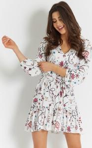 Sukienka Ivon wyszczuplająca w stylu boho z długim rękawem