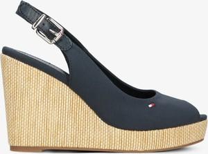 Czarne sandały Tommy Hilfiger na średnim obcasie na koturnie