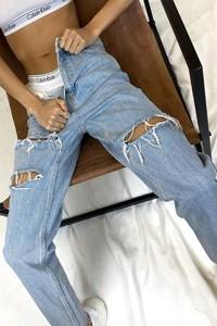 Niebieskie jeansy IVET w street stylu