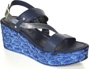 Sandały tamaris z klamrami w stylu casual