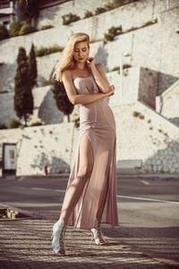 Brązowa sukienka Kelly Couronne