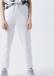 Spodnie Cropp z dresówki w sportowym stylu