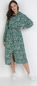 Zielona sukienka born2be w stylu casual z długim rękawem trapezowa