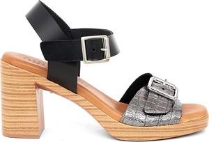 Sandały Mia Loé na obcasie z klamrami