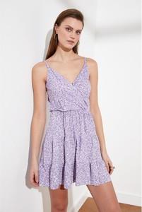 Fioletowa sukienka Trendyol na ramiączkach z dekoltem w kształcie litery v rozkloszowana