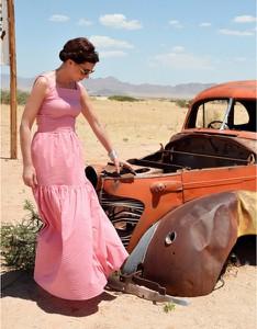 Różowa sukienka Kasia Zapała z tkaniny bez rękawów