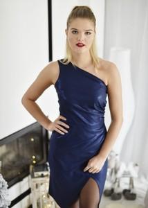 Niebieska sukienka Fason bez rękawów asymetryczna mini