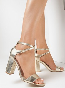 Złote sandały born2be ze skóry z klamrami
