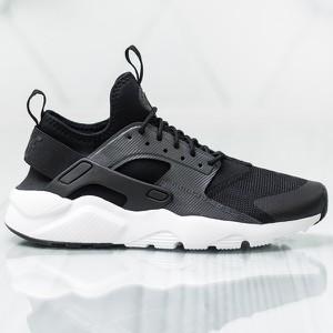 Czarne buty sportowe Nike w sportowym stylu sznurowane