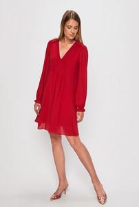 Czerwona sukienka Answear z tkaniny mini z dekoltem w kształcie litery v