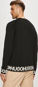 Sweter Hugo Boss z okrągłym dekoltem w młodzieżowym stylu