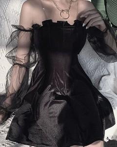 Czarna sukienka Kendallme z długim rękawem mini z okrągłym dekoltem