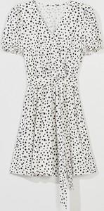 Sukienka Mohito w stylu casual mini z dekoltem w kształcie litery v