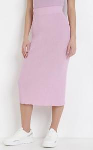 Różowa spódnica born2be midi