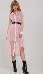 Różowa sukienka Renee w stylu casual z kołnierzykiem midi