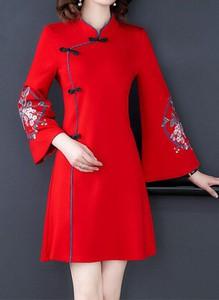 Czerwona sukienka Arilook z długim rękawem midi z dekoltem w kształcie litery v