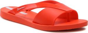 Czerwone klapki Ipanema w stylu casual