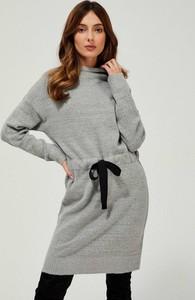 Sukienka Moodo prosta z długim rękawem w stylu casual