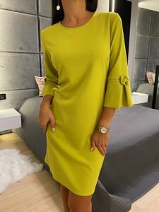Żółta sukienka ModnaKiecka.pl z okrągłym dekoltem z długim rękawem mini