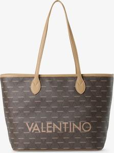Brązowa torebka Valentino w wakacyjnym stylu