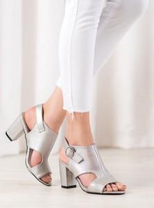 Srebrne sandały Czasnabuty z klamrami