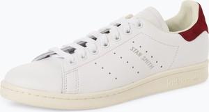 Czarne trampki Adidas Originals sznurowane w młodzieżowym stylu ze skóry