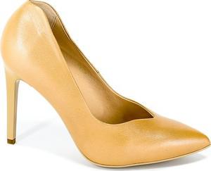 Złote szpilki Sala na wysokim obcasie ze spiczastym noskiem na szpilce