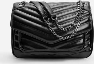Czarna torebka Reserved w stylu glamour na ramię