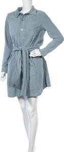 Sukienka Blanche z długim rękawem z kołnierzykiem w stylu casual